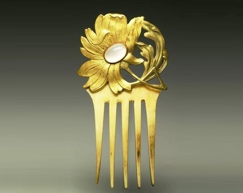 Flower Comb. Art Nouveau, the beginning of the 20th century