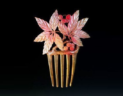 Floral motif Art Nouveau hair comb, the beginning of the 20th century