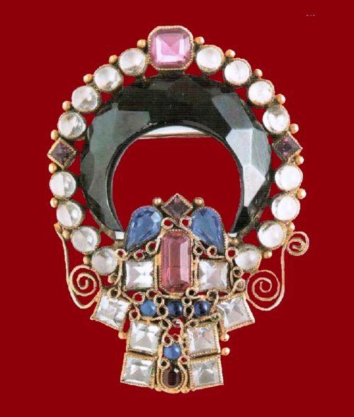 Art Nouveau style brooch. Color rock crystal, cabochons of transparent lucite, black enamel, metal, gilding, filigree. 1950's. length 7.5 cm. £ 635-665 TR
