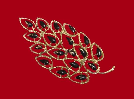 Crystal leaf brooch. Gold tone, art glass. 5.5 cm. 1970s