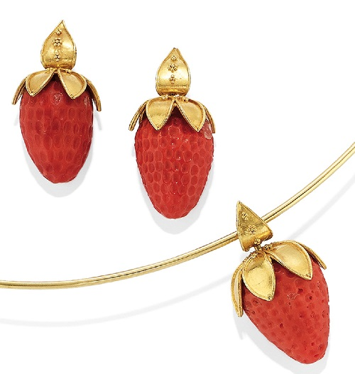 Strawberry set consisting of a necklace, a pair of earrings, pendant, signed Van Der Shoot