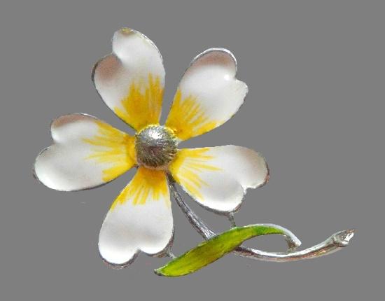 Flower brooch by Gerry's. 5 cm
