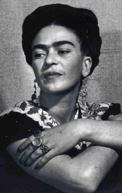 The variety of rings amazes. Frida Kahlo jewellery