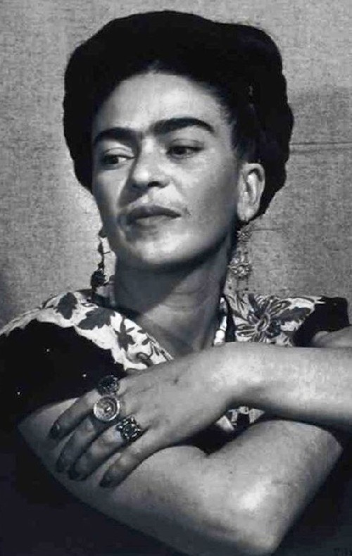 The variety of rings amazes. Frida Kahlo jewellery