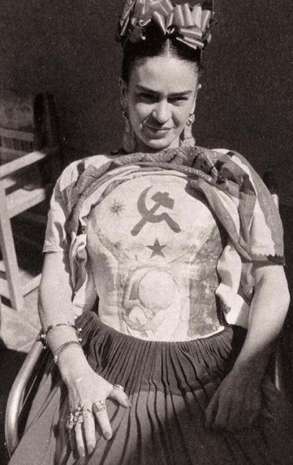 When didn't paint, Frida wore multiple rings on her right hand as well