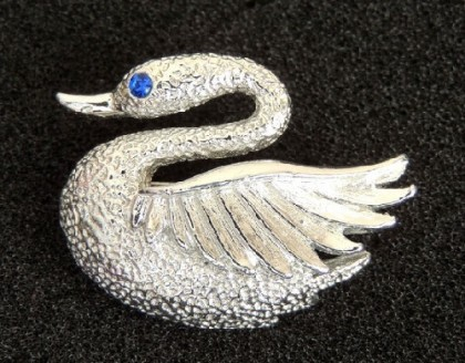 Full of grace brooch 'Swan' 50s by Gerry's, made of jewelry alloy of silver tone