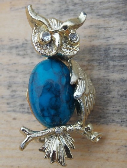 Owl brooch, jewellery alloy of silver color, enameled