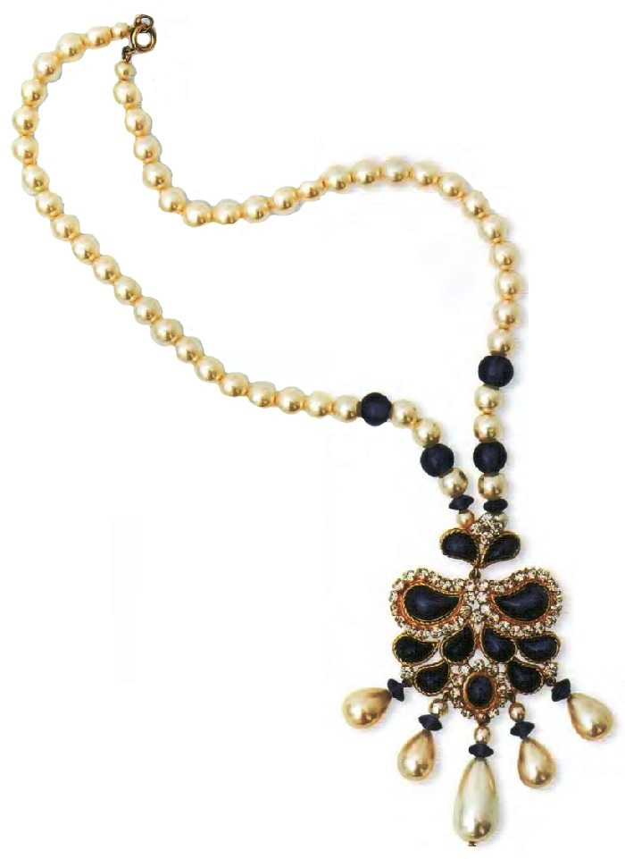 Indian style necklace with pendant. Metal, gilding, artificial pearls, lapis lazuli, cabochons, rock crystal. 1970. 40.5 cm, pendant 9 cm. £ 250-300 RG