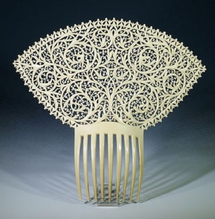 Traditional Spanish mantilla comb