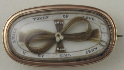 Token of love. Symbolic mourning brooch with hair