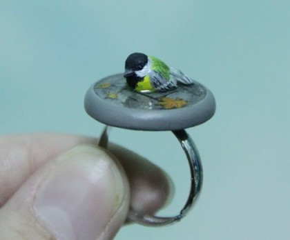 The tiny titmouse on a ring – elaborately dyed, looks realistic. The bird, rain drops and the maple leaf look realistic. Miniature Animal Cling Rings by Ivan, St. Petersburg
