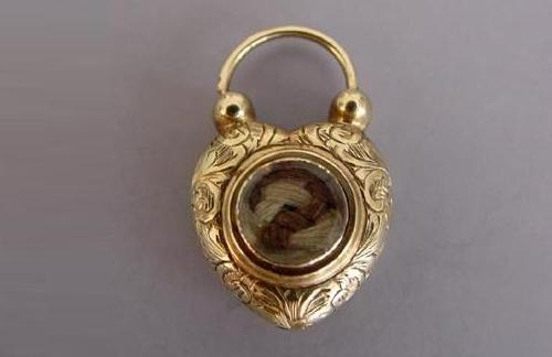 Heart shaped memorable jewellery of Victorian era