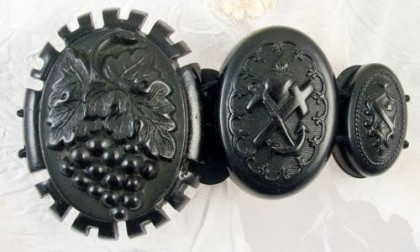Rare vintage Mourning jewellery
