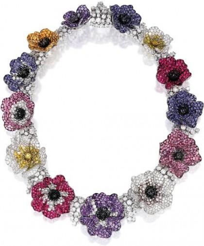 Detail of Anemone necklace. Michele della Valle