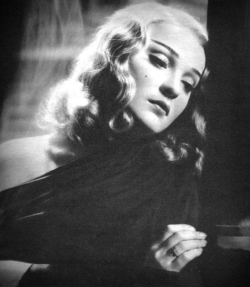 1934 film Nana, Anna Sten