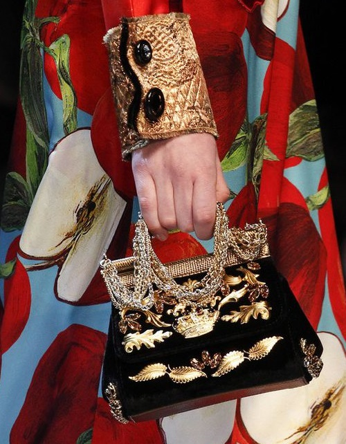 Exquisite hand bag