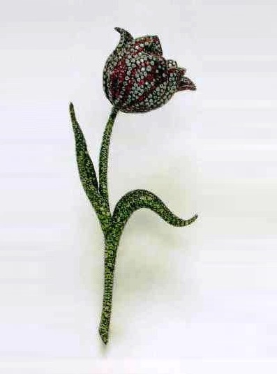 Red, green and white tulip shades realistically conveyed with rubies, garnets and diamonds. 2000