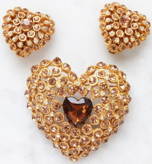 Clips and brooch in the shape of a heart