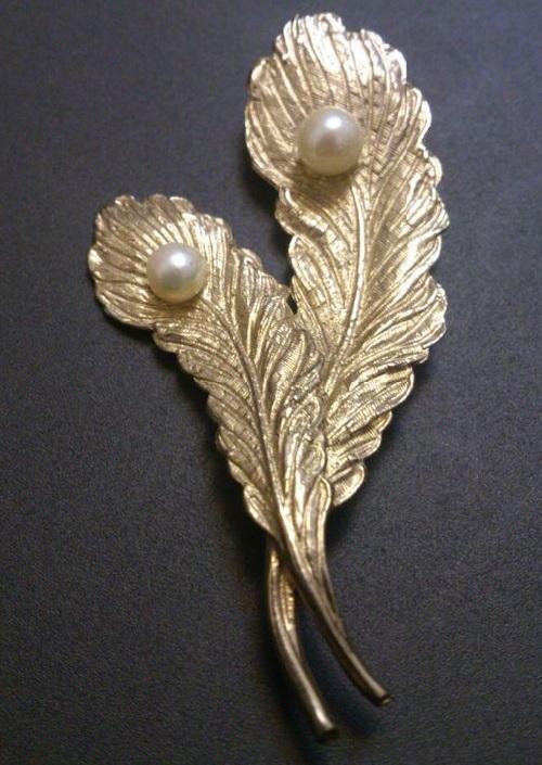 Capri vintage brooch