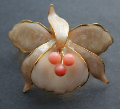 Japanese vintage brooch-suspension 'Orchid with corals' with delicate pearl and beige and peach enamel and three natural corals