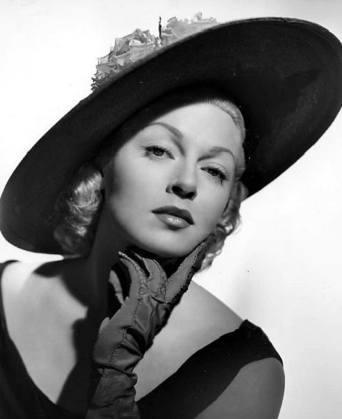 Stunningly beautiful actress Lana Turner