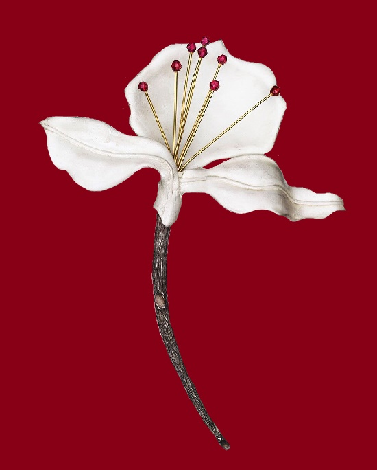 White flower brooch, gold, sterling silver, enamel and tourmaline