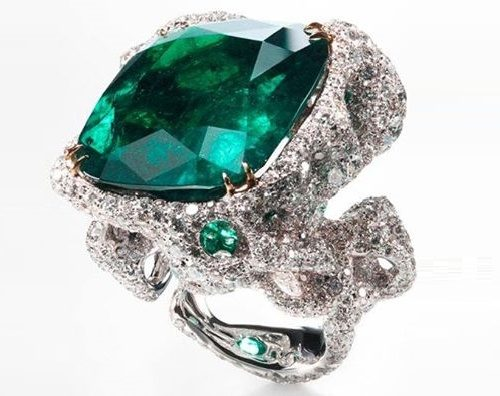 Emerald and diamonds City Ring