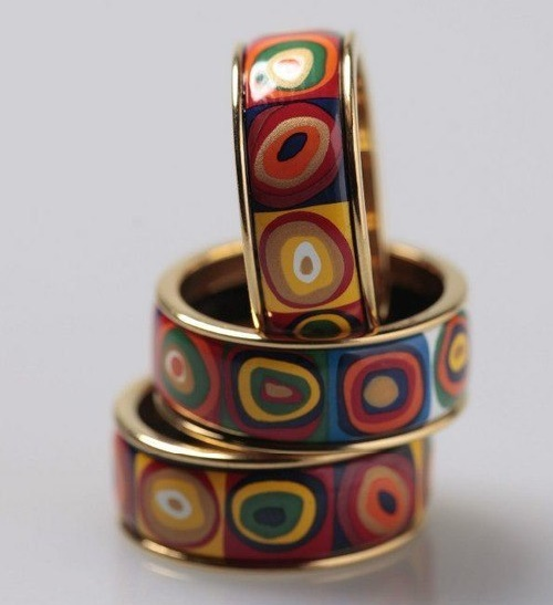 Circus rings based on the paintings of Kandinsky, painting glaze enamel paint on high-mounted firing in a kiln