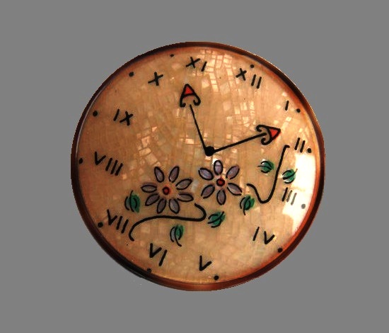 Clocks brooch