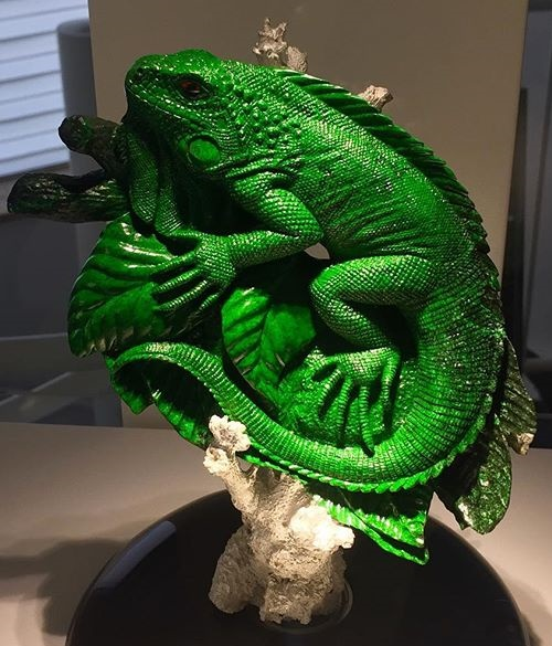 Iguana, gemstone carving