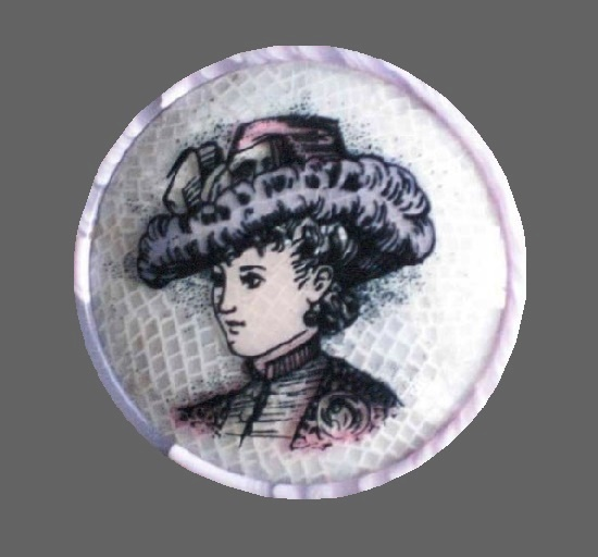 Lady in a hat round brooch