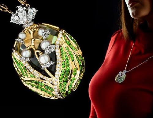 Suspension 'Lily' is crowned with a symbolic image of the crown of the Russian Empire