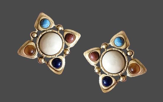 Art Deco clip on earrings. Gold tone, plastic imitating gems. 2.5 cm. 1980s