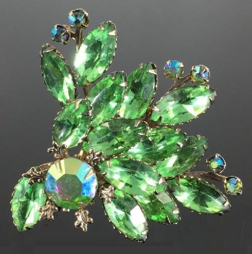Jewelry 2018 >> Green rhinestone spray brooch. 1960s - Kaleidoscope effect