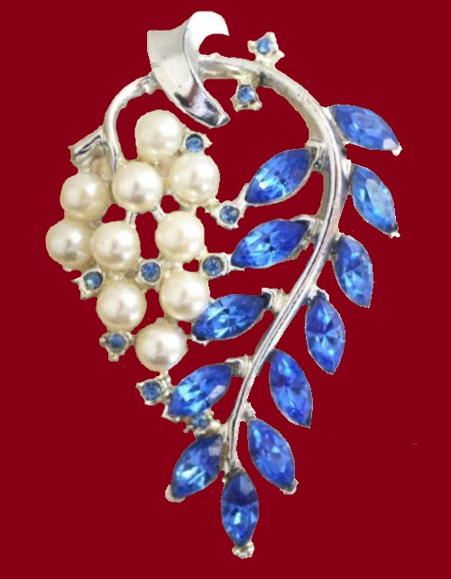 Leaf brooch. Blue rhinestone and artificial pearl