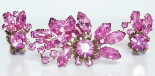 Pink glass brooch and clips
