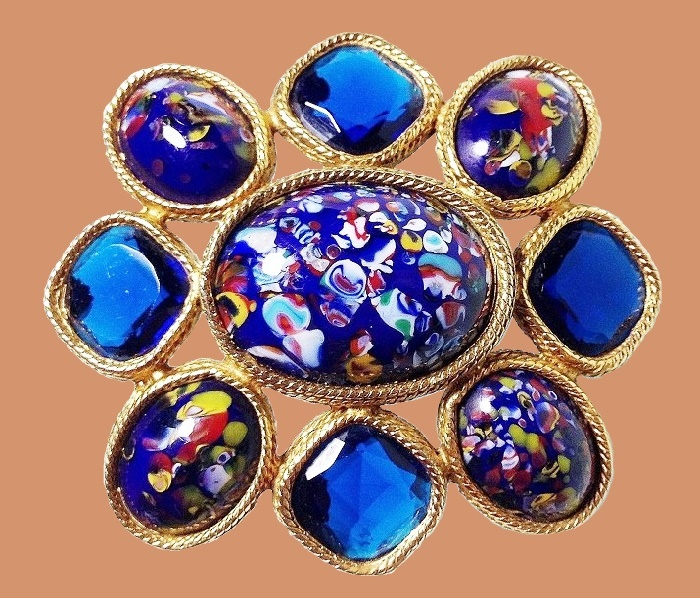 Spectacular brooch with crystals of sapphire color and glass cabochons, jewelry alloy of antique color. 4.5 x 5.2 cm. 1950-60's