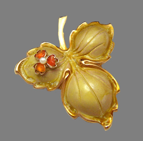 Three leaf flower on a leaf vintage brooch. Gold tone jewelry alloy, faux pearl, enamel