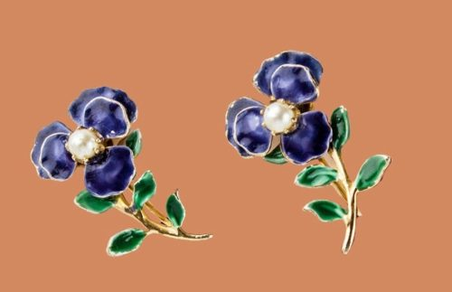 Violet clips. Jewelry alloy, colored enamel, small artificial pearls. 1950's. 2.2 cm x 1.5 cm