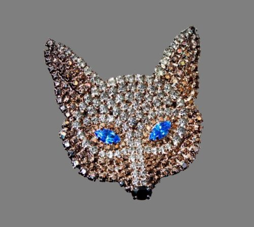 Fox mask brooch. Jewelry alloy, hematite, Swarovski crystals. 5 cm