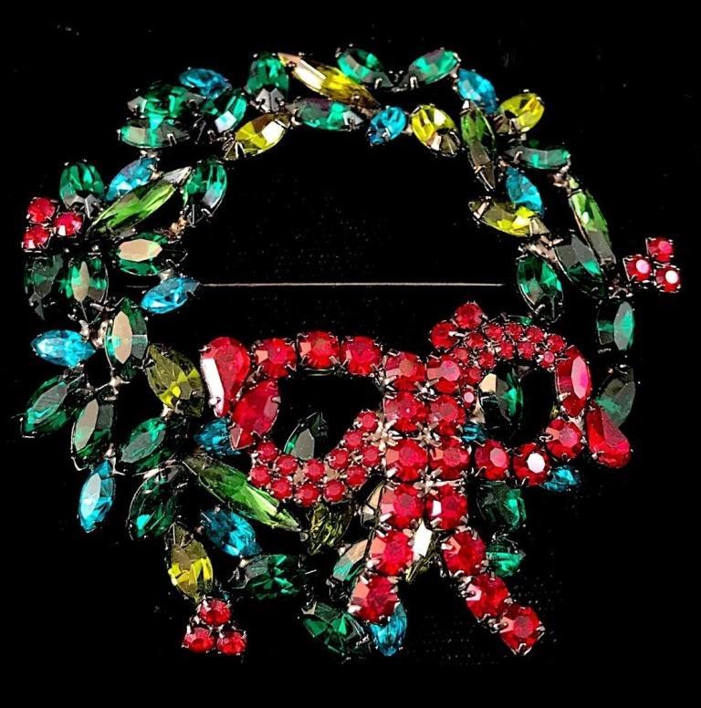 Trembler wreath brooch