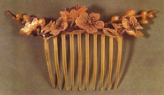 Art Nouevau hair comb with floral motif
