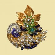 Beautiful Swan brooch. Pavé rhinestones, blue seed glass bead, rhinestones and faux pearls, gold-tone brass filigree