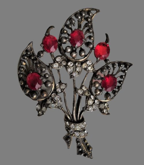 Bouquet vintage brooch. 1940s. Silver tone metal, glass cabochons. 10.5 cm