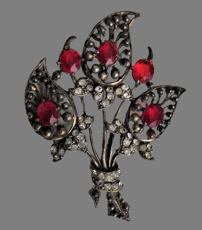 Bouquet vintage brooch. 1940s. Silver tone metal, glass cabochons. 10.5 cm