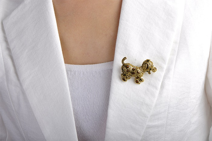 Costume jewelry - dog brooch