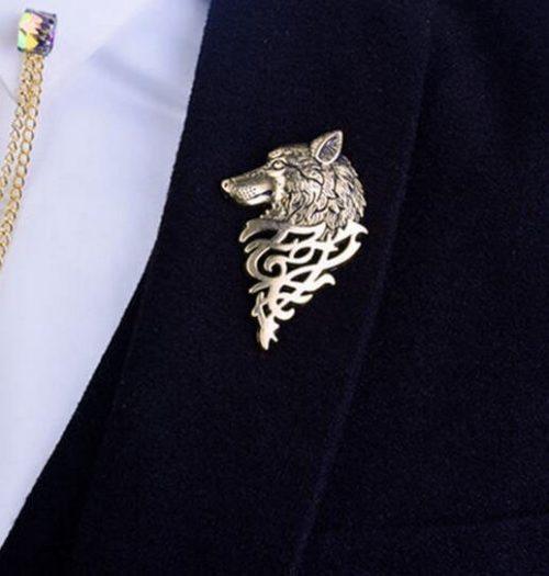 Men's jewellery - wolf's head brooch of gold tone
