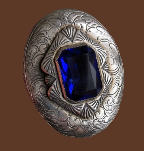 Royal blue glass cabochon silver tone textured metal brooch. 1940s. 7.8 cm