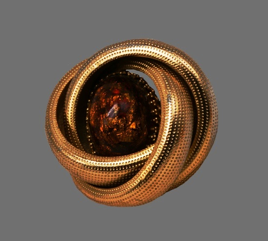 Gold plated faux amber brooch. 4.5 cm. 1980s