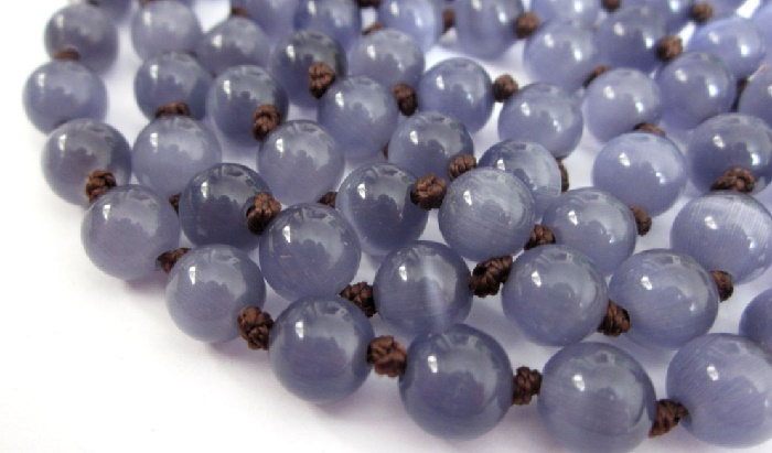 Violet cat's eye beads